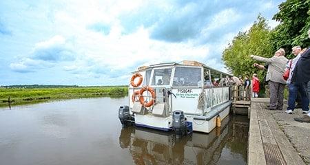 Bootsfahrt auf dem Fluss Douve