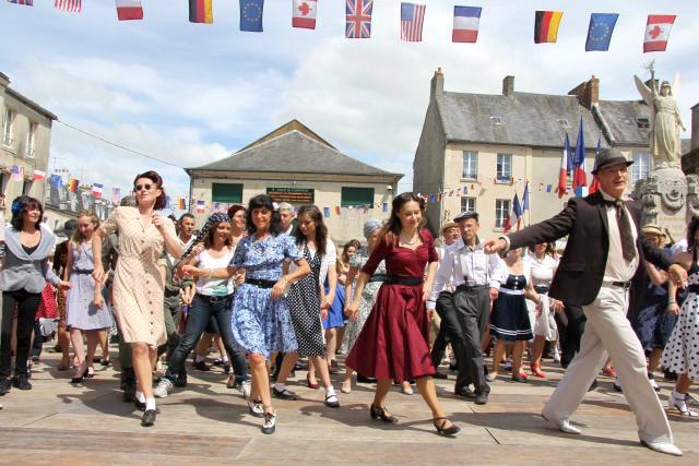 Dday Festival 2014 flashmob carentan