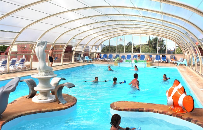 Campingplatz Le Cormoran beheizter überdachter Pool